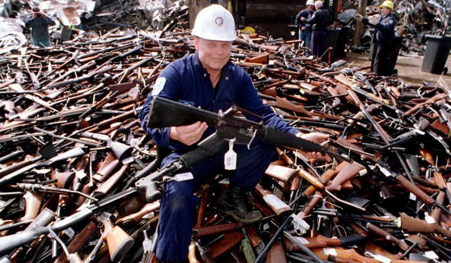 pic_giant_100215_gun-buyback