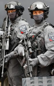 104674654_Police_counter_terrorism_officers_pose_during_a_media_opportunity_in_London_Wednesday_Aug-xlarge_trans++oi9wRpRogYEyvW8ksEDNKl4RsAJjORnPdNlOYX45nIc