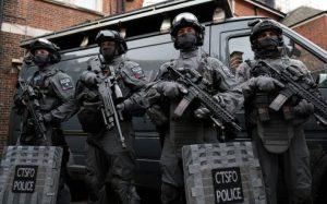 104670782_Armed_police-large_trans++ZgEkZX3M936N5BQK4Va8RQJ6Ra64K3tAxfZq0dvIBJw
