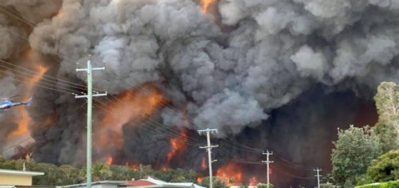 NSW residents flee 'horrifying' bushfires